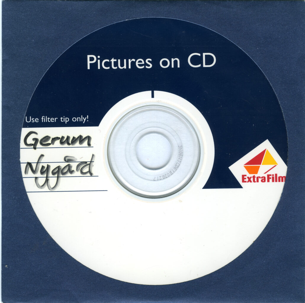 Extrafilm bilder på CD skiva - Ateljé Alma överför dem till digitalt format